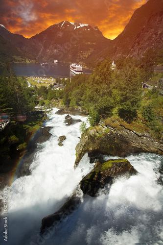 Foto op Plexiglas Rood paars Geiranger Fjord in Norway.