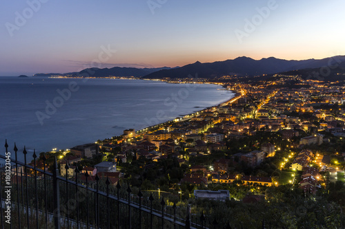 Fotobehang Liguria Panorama notturno