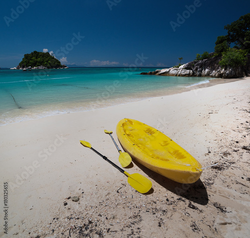 Foto op Canvas Tropical strand Kayak on the beach