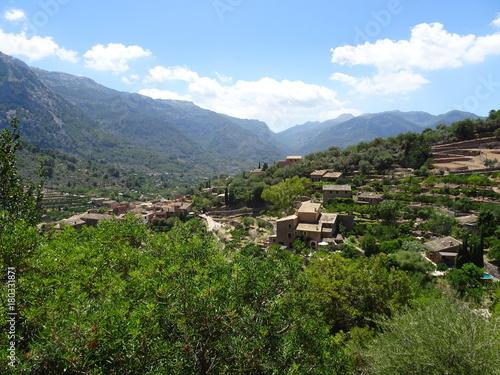 Aluminium Blauwe hemel Mediterranean village, Mallorca, Ballears