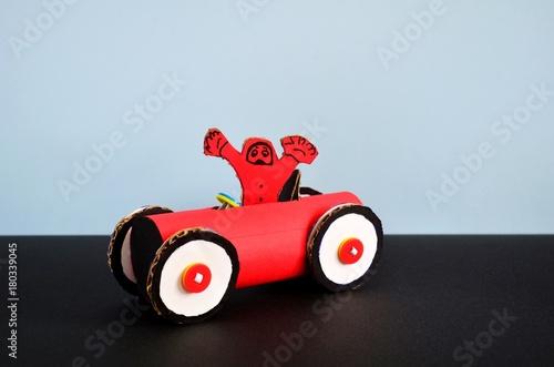 Fotobehang F1 Rennwagen aus Karton