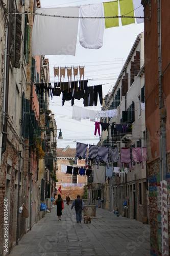 Fotobehang Smalle straatjes Hanging around Venice