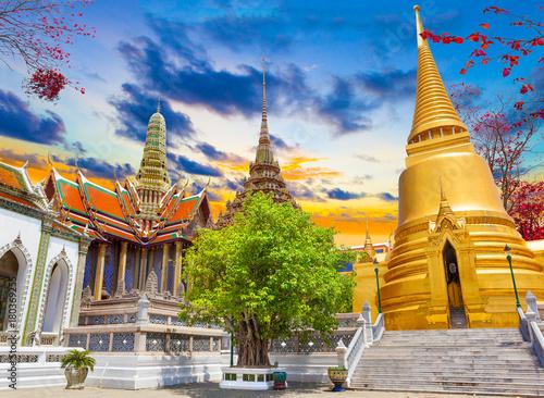 Foto op Plexiglas Bangkok Palacio real en Bangkok ,Tailandia.Templos y arquitectura en Asia.Paisaje de atardecer.Viajes y turismo