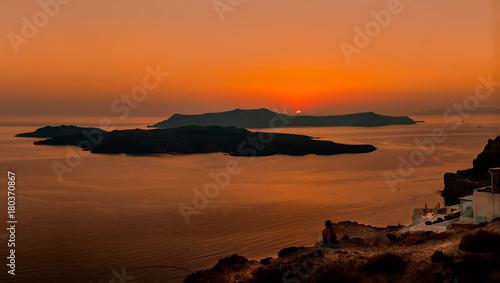 Papiers peints Orange eclat Santorini Bay at sunset