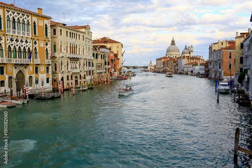 Foto op Plexiglas Venetie The big channel in Venice on a decline.