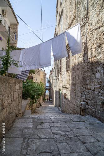 Foto op Canvas Smal steegje washing