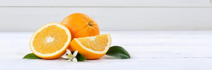 Frische Orangen Orange Frucht Früchte Banner Textfreiraum Holzbrett © Markus Mainka