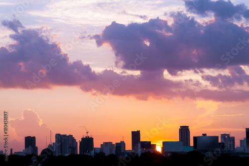 Foto op Plexiglas Bangkok silhouette of cityscapes bangkok city on sunset sky background, thailand