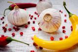 peperoni und knoblauch mit roten pfeffer - 180452453