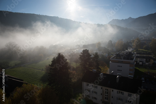 Fotobehang Zwart Landschaften im Nebel (Sommer)