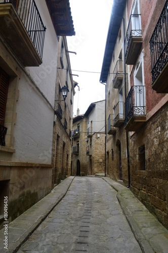 Fotobehang Smalle straatjes Pueblos de Aragon Spain Uncastillo