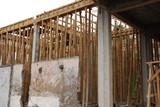 Construction avec échafaudages en bambou
