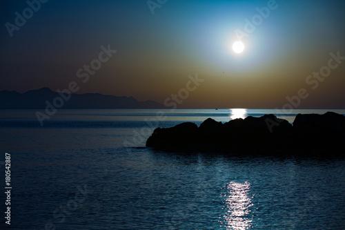 Fotobehang Zee zonsondergang sunset on calm sea