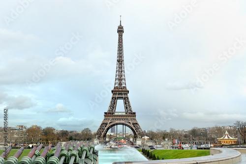 Papiers peints Tour Eiffel Eiffel tower panoramic view in a cloudy day, Paris, France