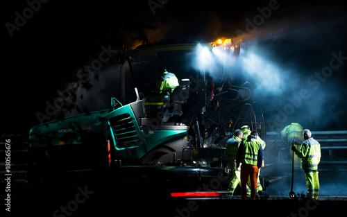 Foto op Aluminium Nacht snelweg Manutenzione autostrade di notte