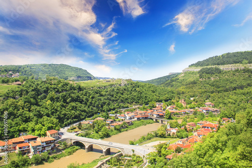 Papiers peints Beige Beautiful view of the ancient fortress Tsarevets in the mountains, in Veliko Tirnovo, Bulgaria
