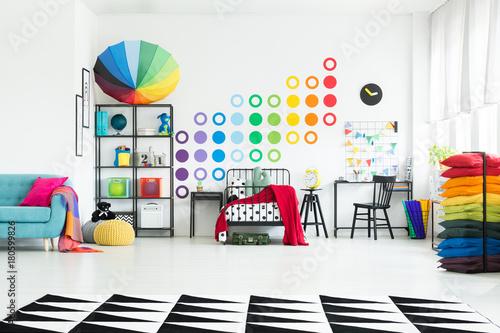 Juliste Kid's bedroom with colorful umbrella