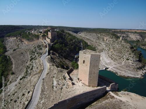 Fotobehang Donkergrijs Vista aérea de Alarcón ( Cuenca)