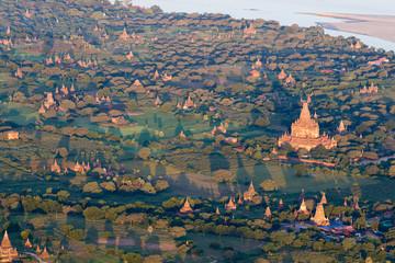 Im Heissluftballon über den Tempeln von Bagan, Myanmar
