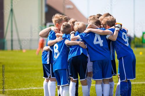Leinwanddruck Bild Kids Play Sports. Children Sports Team United Ready to Play Game. Children Team Sport. Youth Sports For Children. Boys in Sports Uniforms. Young Boys in Soccer Sportswear