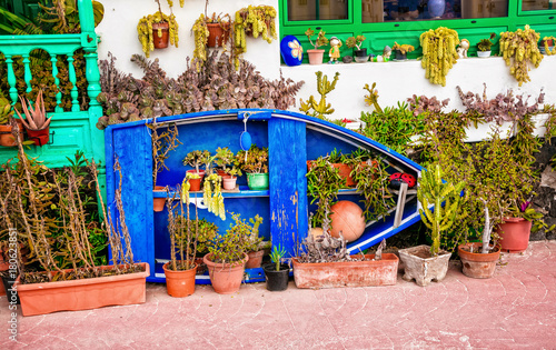 Fotobehang Freesurf Pretty house decoration with old fishermen boat and caktuses in Lanzarote , Canary islands