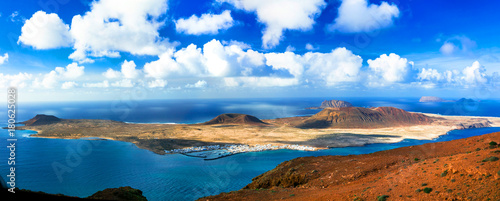 Fotobehang Freesurf Scenery of volcanic Lanzarote - panoramic view from Mirador del Rio for Graciosa island. Canary islands