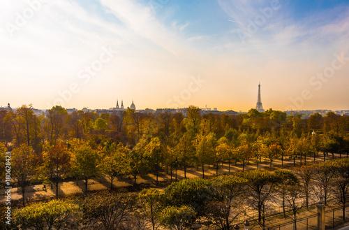 Papiers peints Tour Eiffel Overlooking the Tuilerie Gardens