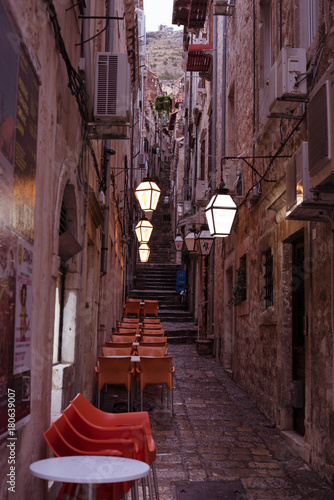 Papiers peints Ruelle etroite romantic narrow architecture alley in Europe - Dubrovnik Old Town Croatia