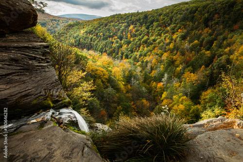 Fotobehang Bergrivier Fall foliage from Kaaterskill falls waterfall