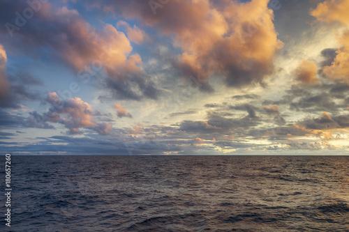 Foto op Canvas Zee zonsondergang Sunset over sea horizon