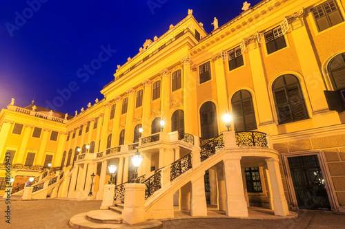 Foto op Plexiglas Wenen Schonbrunn Palace on twillight scene in Vienna