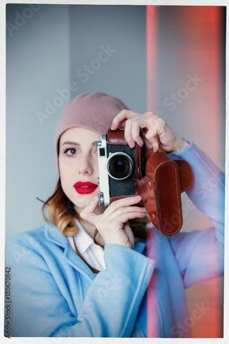 Fotobehang Kapsalon woman in beret with vintage camera