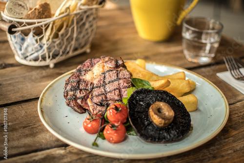 Foto op Plexiglas Steakhouse Steak & Chips