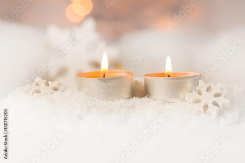 Leinwanddruck Bild Zwei brennende Teelichte im Schnee