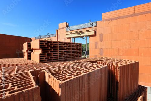 Fototapeta maison en briques en construction