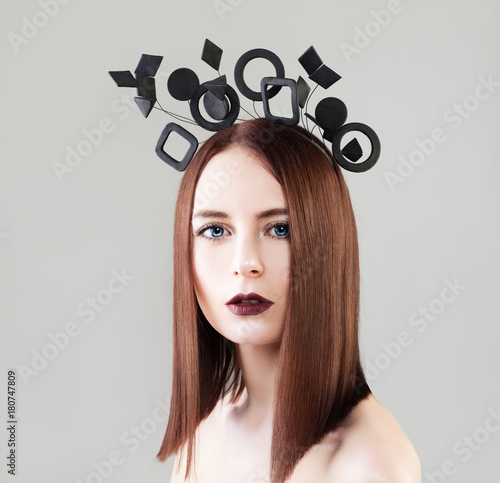 In de dag Kapsalon Beautiful Woman Fashion Model with Trendy Haircut, Makeup and Geometric Hair Decorations