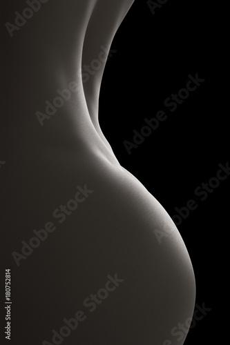 © PixlMakr - Fotolia.com Profile of nude woman body - Close-up black and white