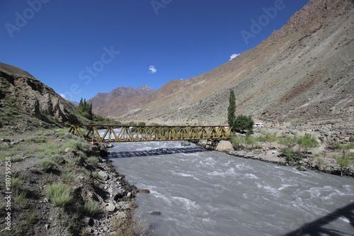 In de dag Grijs Indus River,Ladakh