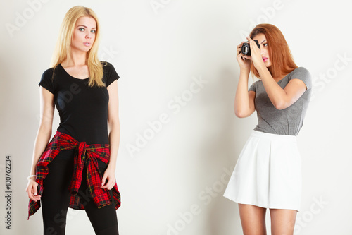 Plakat Mulatto girl photographing blonde woman