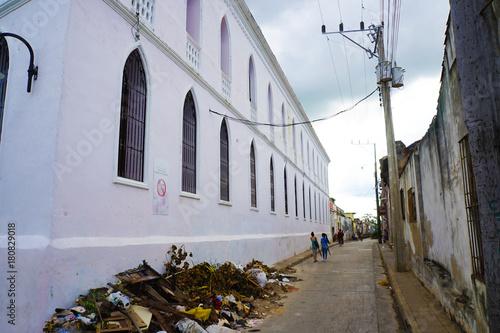 Plexiglas Smalle straatjes Camagüey streets scapes, Cuba