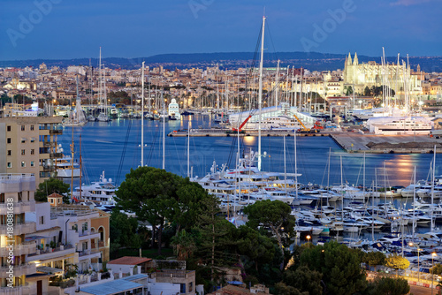 Foto op Canvas Cathedral Cove Palma De Mallorca am Abend