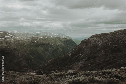 Fotobehang Grijze traf. Gebirge in Norwegen