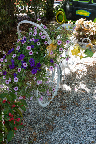 Deurstickers Fiets Bicycle decorated with flowers