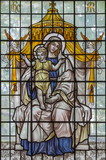 LONDON, GREAT BRITAIN - SEPTEMBER 16, 2017: The Madonna with the Child on the stained glass in St Clement Danes from 20. cent. - 180904210