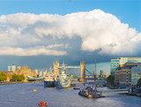London - The view to the Tower bridge, riverside in evening light with the dramatic clouds. - 180918862