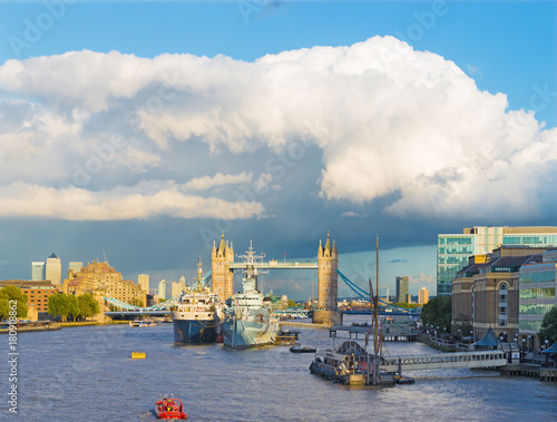 Keuken foto achterwand Schip London - The view to the Tower bridge, riverside in evening light with the dramatic clouds.