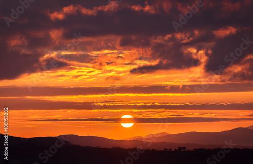 Papiers peints Morning Glory Panoramic view of mountains, autumn landscape. Sunrise!