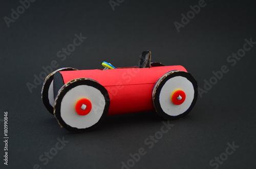 Fotobehang F1 Rennauto, gebastelt aus Karton und Papier