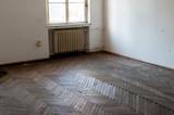 Kaputter Parkettboden - 180992037