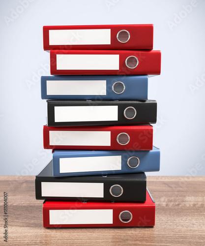 Ordnerstapel Tischplatte © fotomek